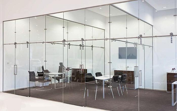 Межкомнатная стеклянная перегородка CHRONOS в квартиру