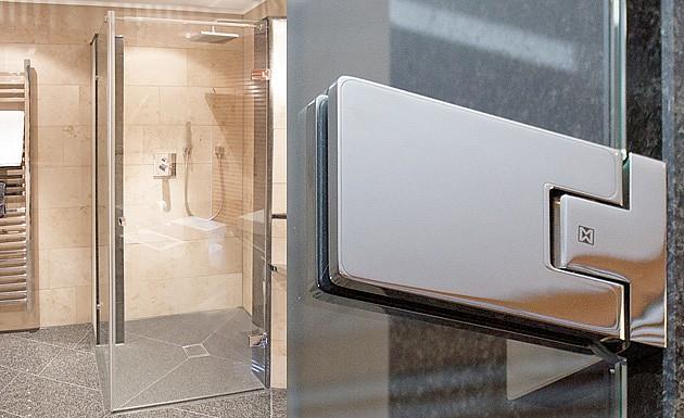 Распашное стеклянное душевое ограждение модель SIRIO от MWE