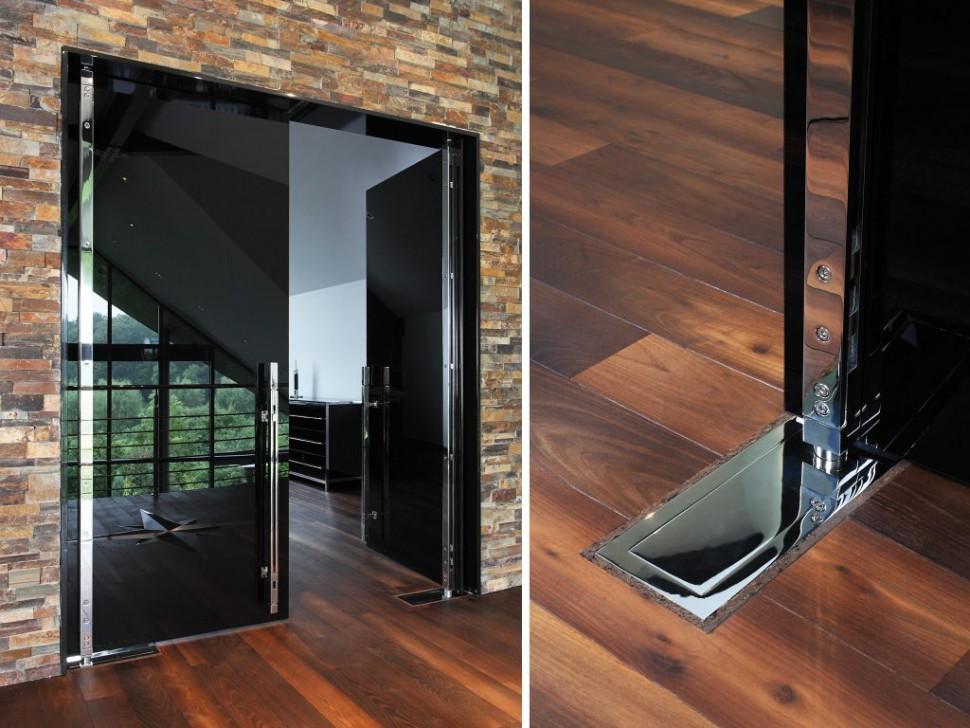 Распашная стеклянная дверь модель AURA AKZENT от MWE
