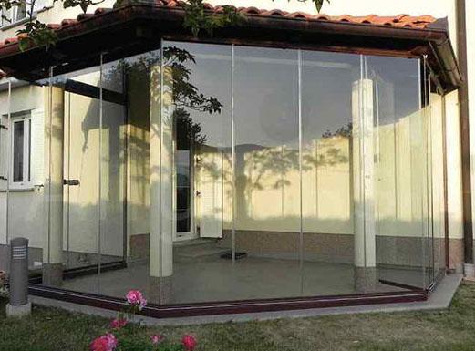 Безрамное остекление террасы конструкцией TodoCristal (Испания)
